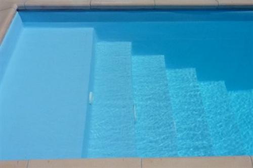 piscina seminterrata, particolare scala d'accesso in opera dimensioni 1,75x2 m