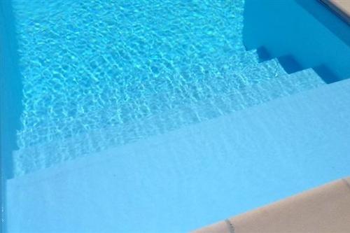 piscina interrata, particolare scala d'ingresso in opera