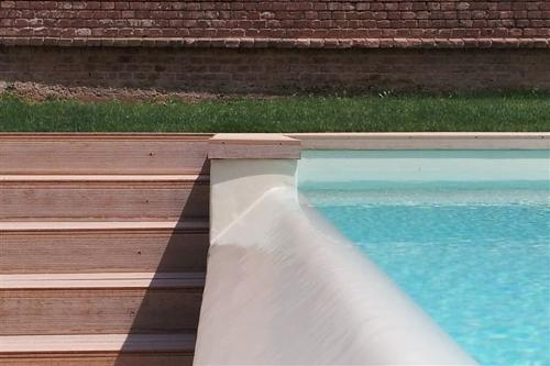 piscina a sfioro, particolare di sfioro a cascata