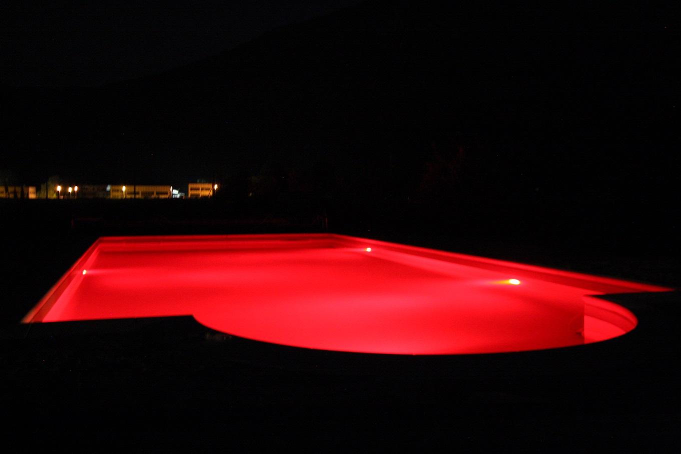 piscina con rivestimento in PVC armato colore sabbia, illuminaz. a led RGB
