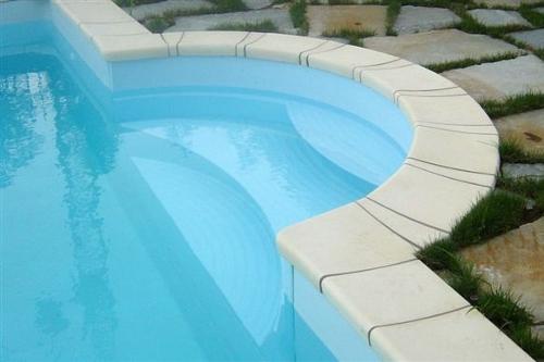 piscina interrata, particolare scala romana in vetroresina