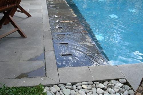 piscina interrata, particolare sfioro su lati lunghi