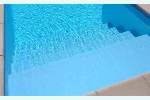 piscina interrata, particolare scala d'accesso in opera dimensioni 1,75×2 m