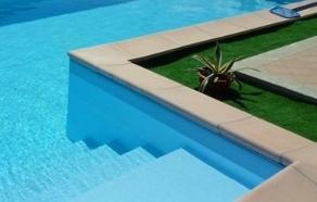 scala piscina cemento armato